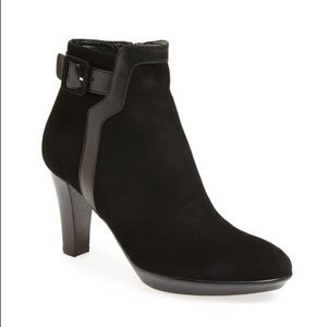 Like new Aquatalia suede heeled booties